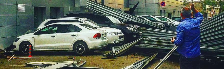 В МЧС подсчитали число поврежденных ураганом автомобилей