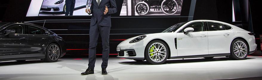 В Париже показали самый доступный Porsche Panamera для России