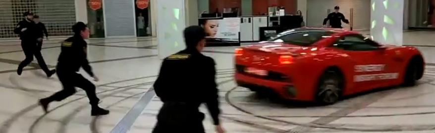 Экс-мэр Архангельска устроил гонки на Ferrari в торговом центре
