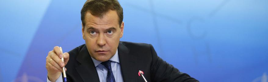 Медведев рассказал, как лично проверяет качество дорог